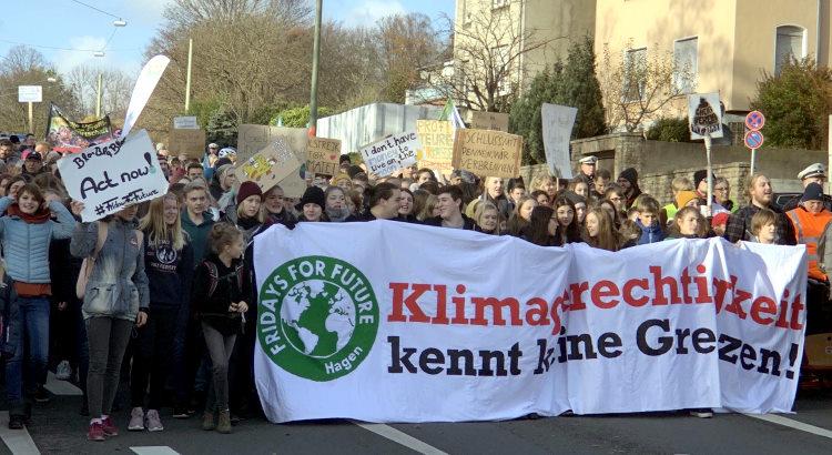 Fridays for Future Demo in Hagen. Motto: Klimagerechtikeit kennt keine Grenzen!