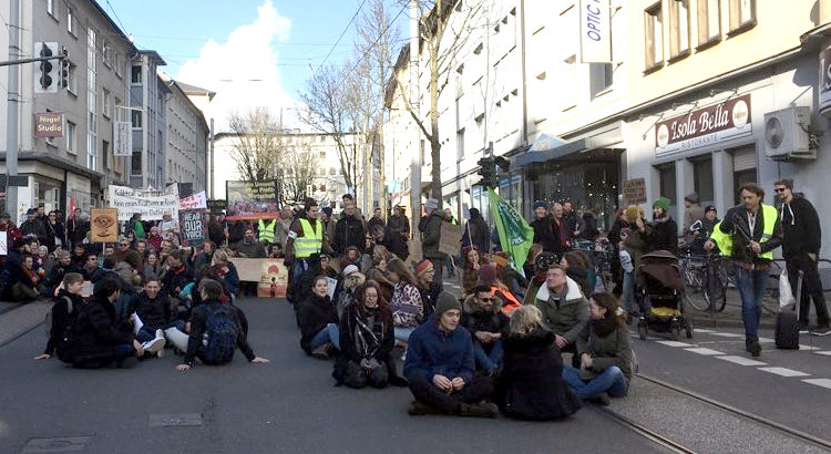 Fridays for Future Demo in Witten - ein Sitz Flashmob.